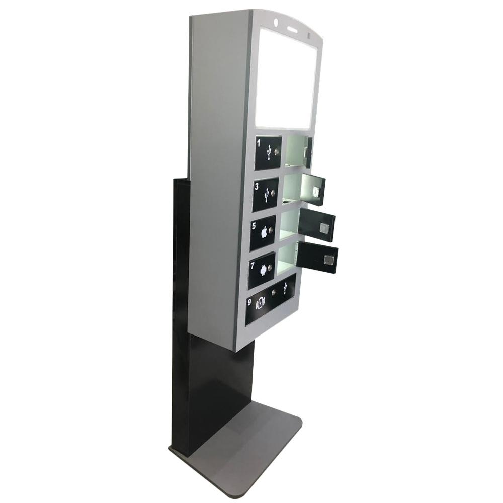ایستگاه شارژ موبایل مدل BO باکسی دستگاهی است که برای رفاه بیشتر شهروندان ساخته شده است و هنگامی که شهروندان در مکانهای عمومی با اتمام شارژ موبایل و تبلت مواجه می گردند می توانند از این دستگاه استفاده نمایند این ایستگاه شارژ دارای 9 فضای باکسی و قفل دار جهت قرار گرفتن موبایل می باشد و دارای انواع فست شارژرها و شارژر وایرلس می باشد فضای لایت باکس بالای آن نیز می تواند جهت تبلیغات و اطلاع رسانی مورد استفاده قرار گیرد، وزن دستگاه مناسب بوده و امکان ثابت کردن آن نیز وجود دارد